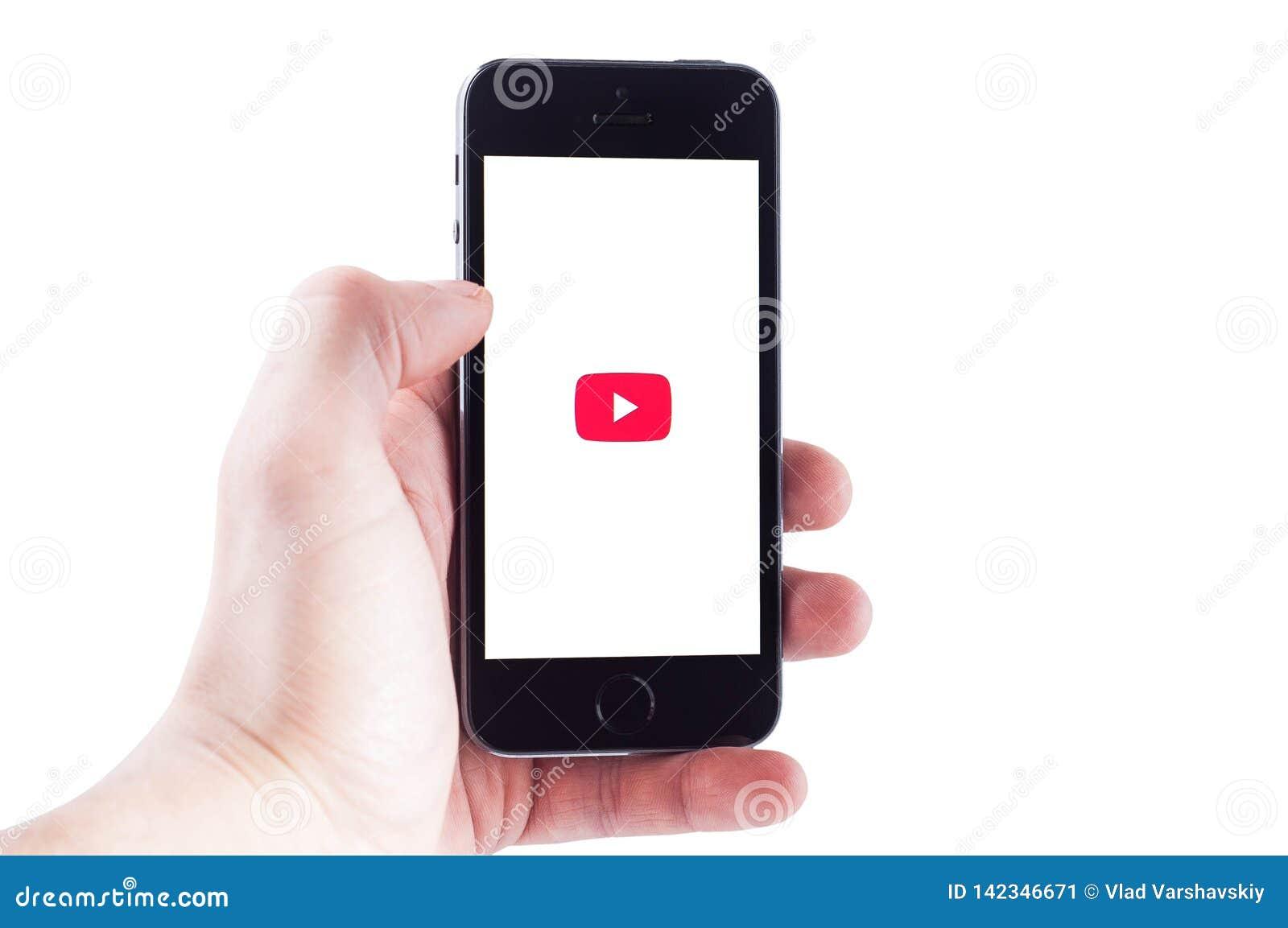 Κίεβο, Ουκρανία - 27 Φεβρουαρίου 2019: Μεταφορτώστε την κινητή εφαρμογή YouTube στο smartphone, εικονίδιο