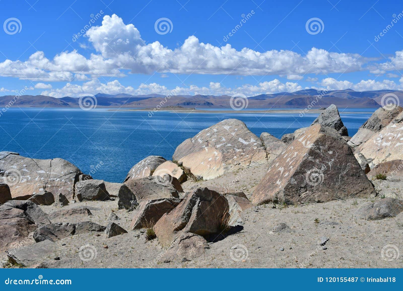 Κίνα Μεγάλες Λίμνες του Θιβέτ Λίμνη Teri Tashi Namtso στην ηλιόλουστη θερινή ημέρα