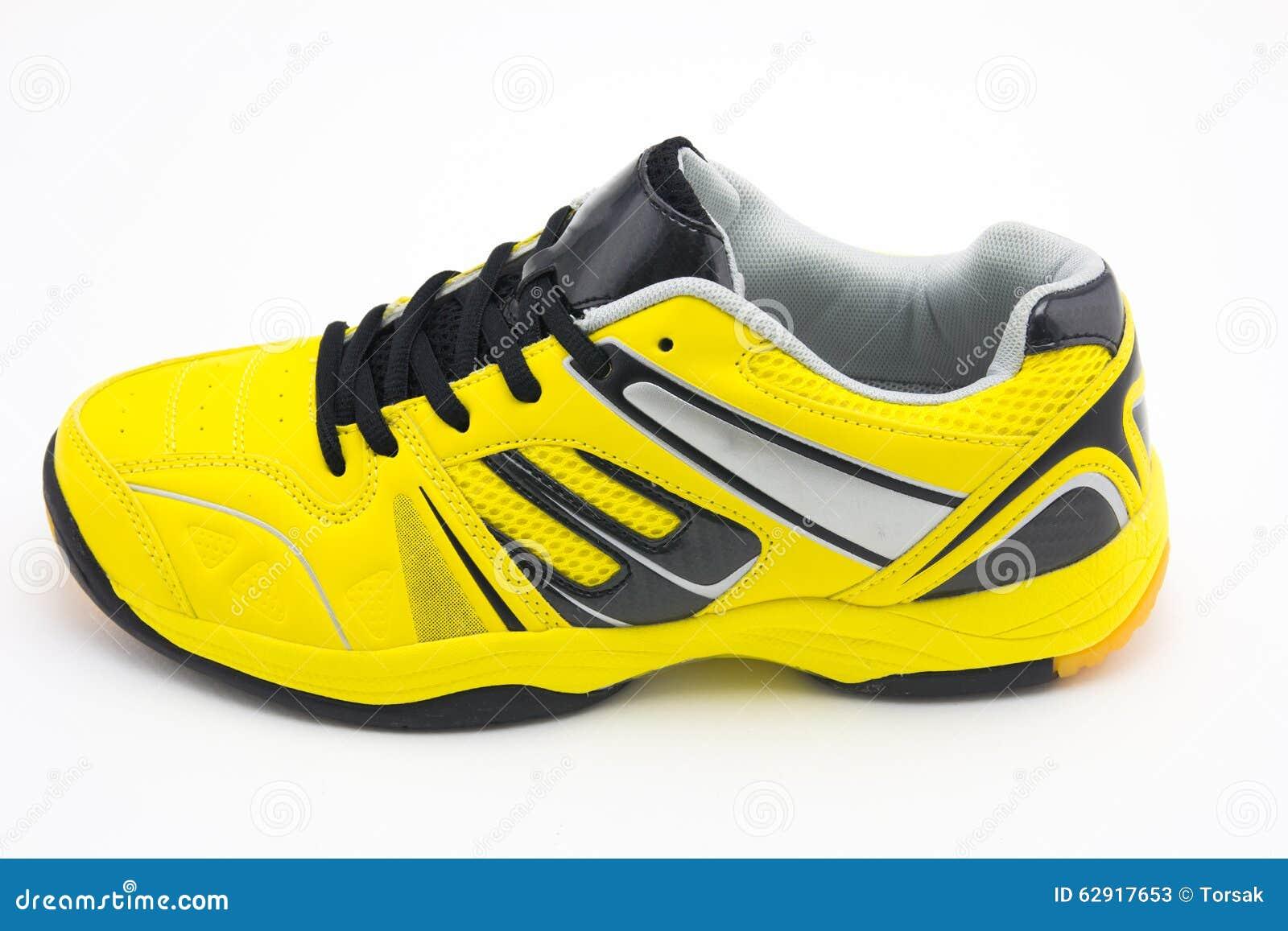 e2613d6099d Κίτρινα αθλητικά παπούτσια στοκ εικόνα. εικόνα από χαμηλός - 62917653