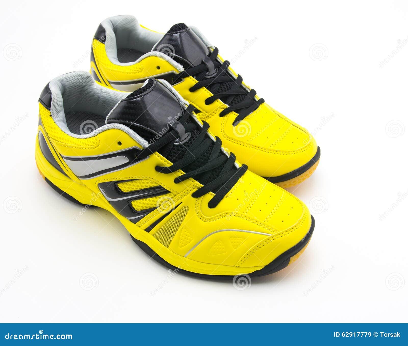 636cbab99e6 Κίτρινα αθλητικά παπούτσια στοκ εικόνα. εικόνα από trendy - 62917779