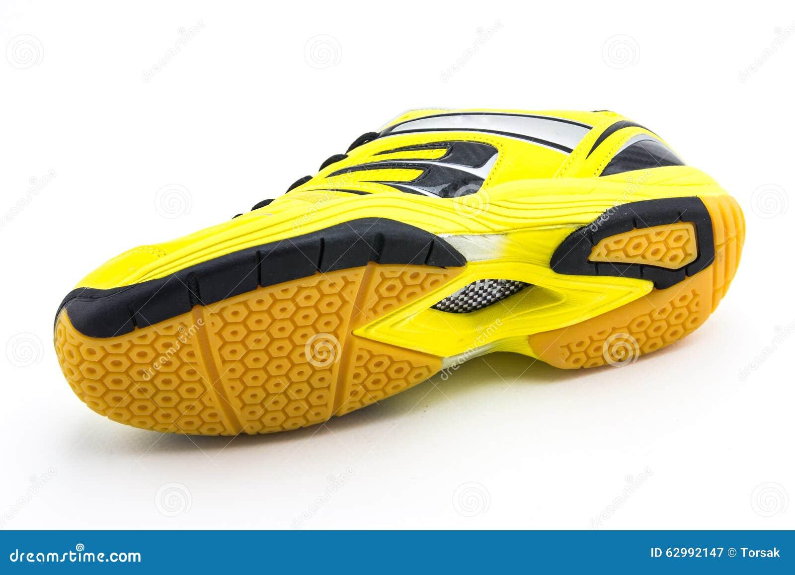 f67d377b01c Κίτρινα αθλητικά παπούτσια στοκ εικόνα. εικόνα από αθλητικό - 62992147