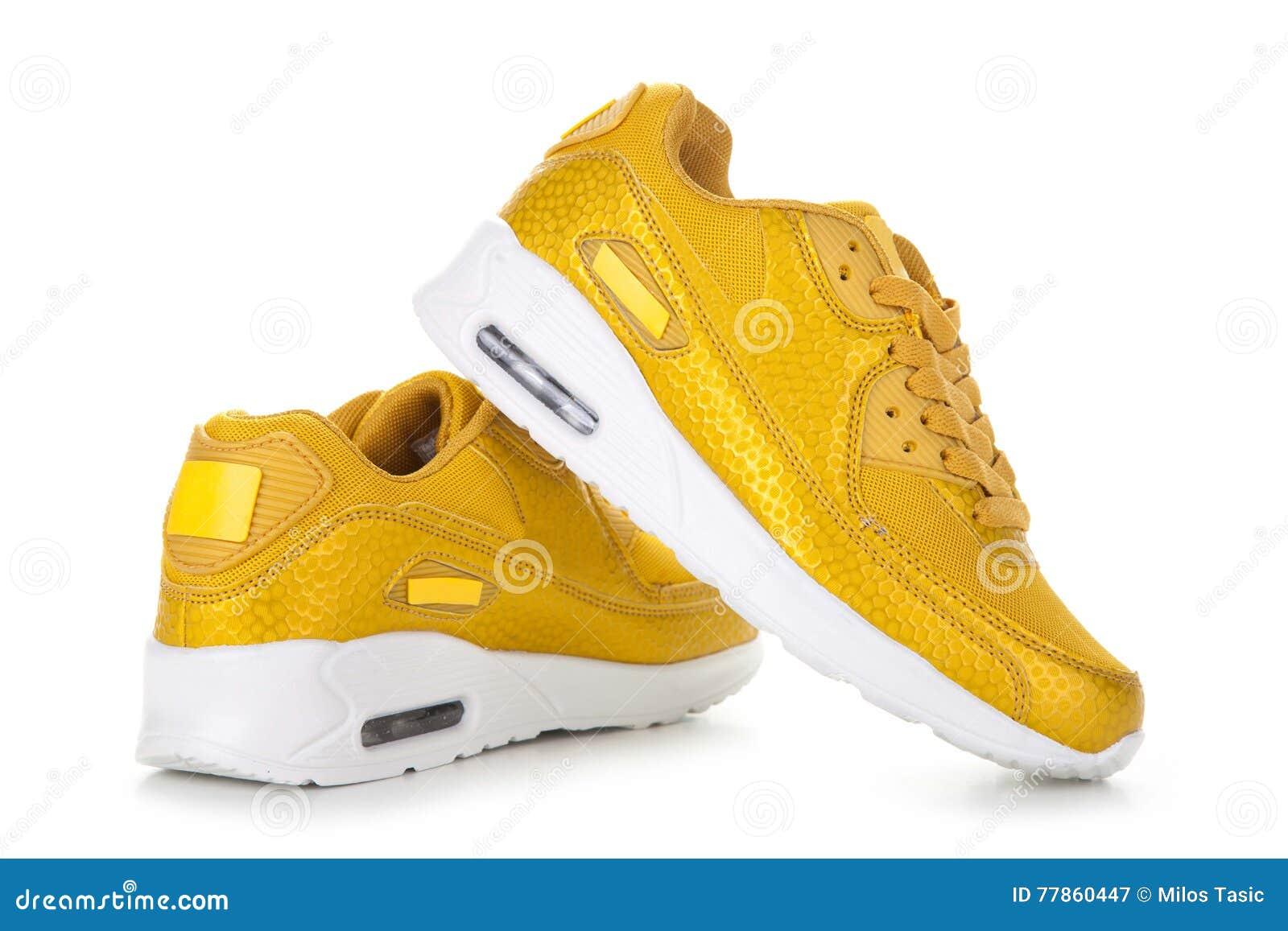 b16cefb3487 Κίτρινα αθλητικά παπούτσια στοκ εικόνα. εικόνα από απομονωμένος ...