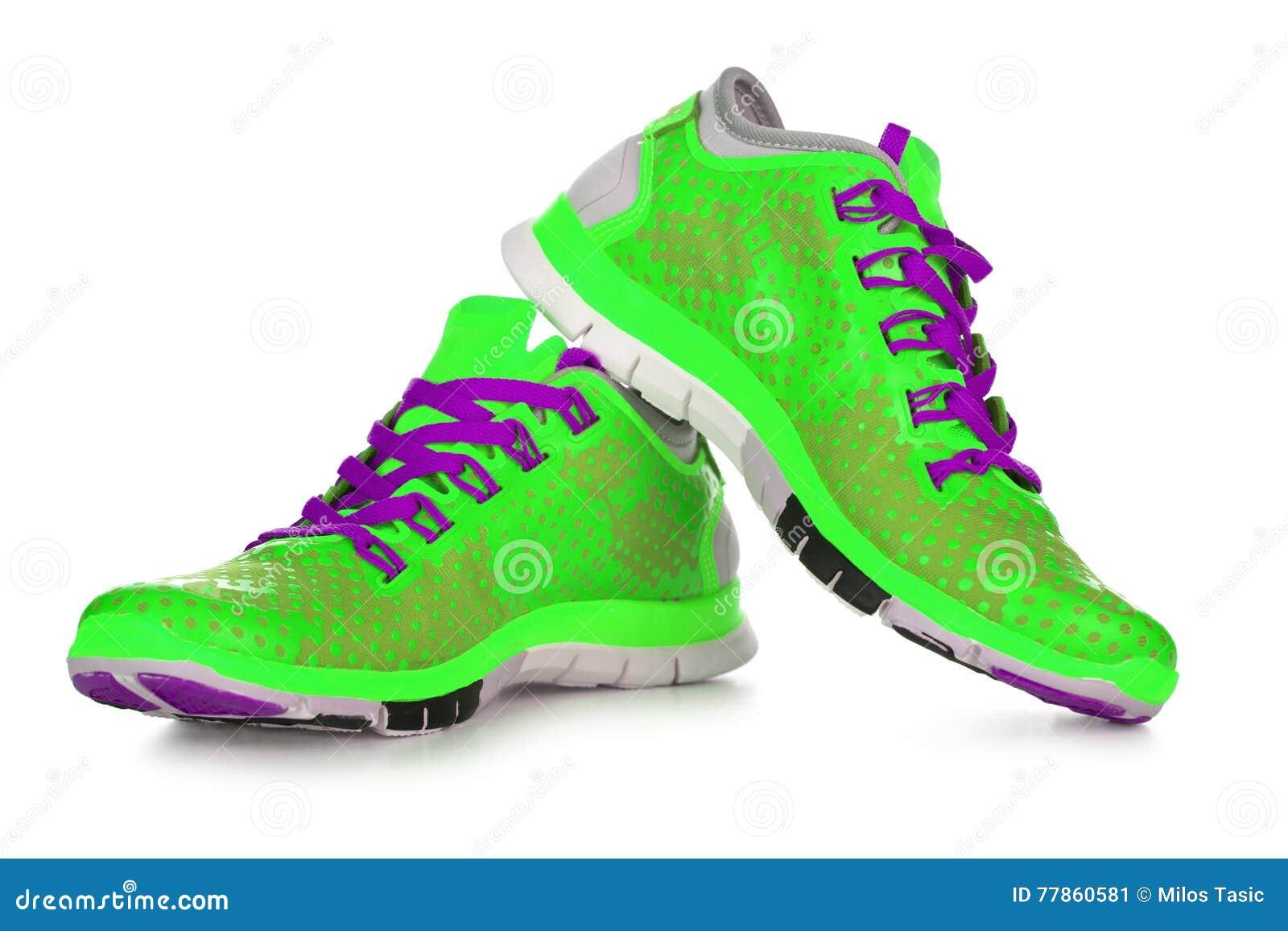 5c13b4c72d0 Κίτρινα αθλητικά παπούτσια στοκ εικόνα. εικόνα από ύφος - 77860581