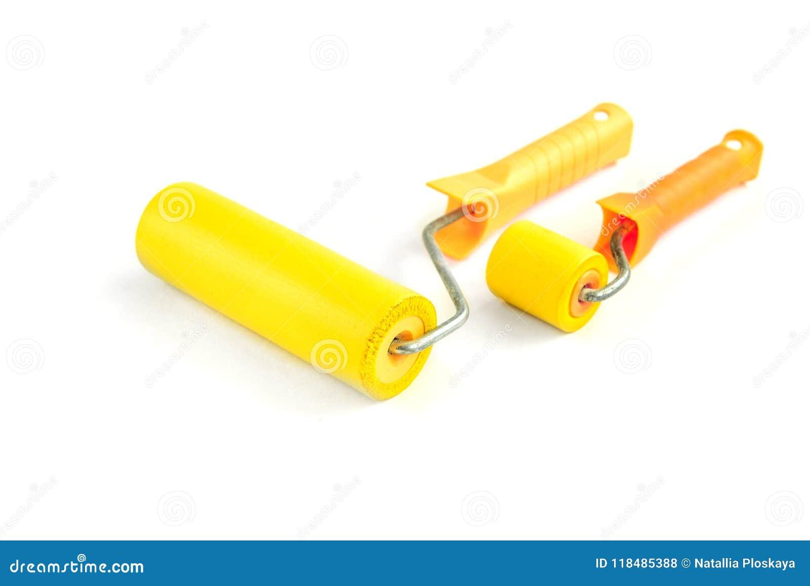 Κίτρινος κύλινδρος την ταπετσαρία που απομονώνεται για στο λευκό