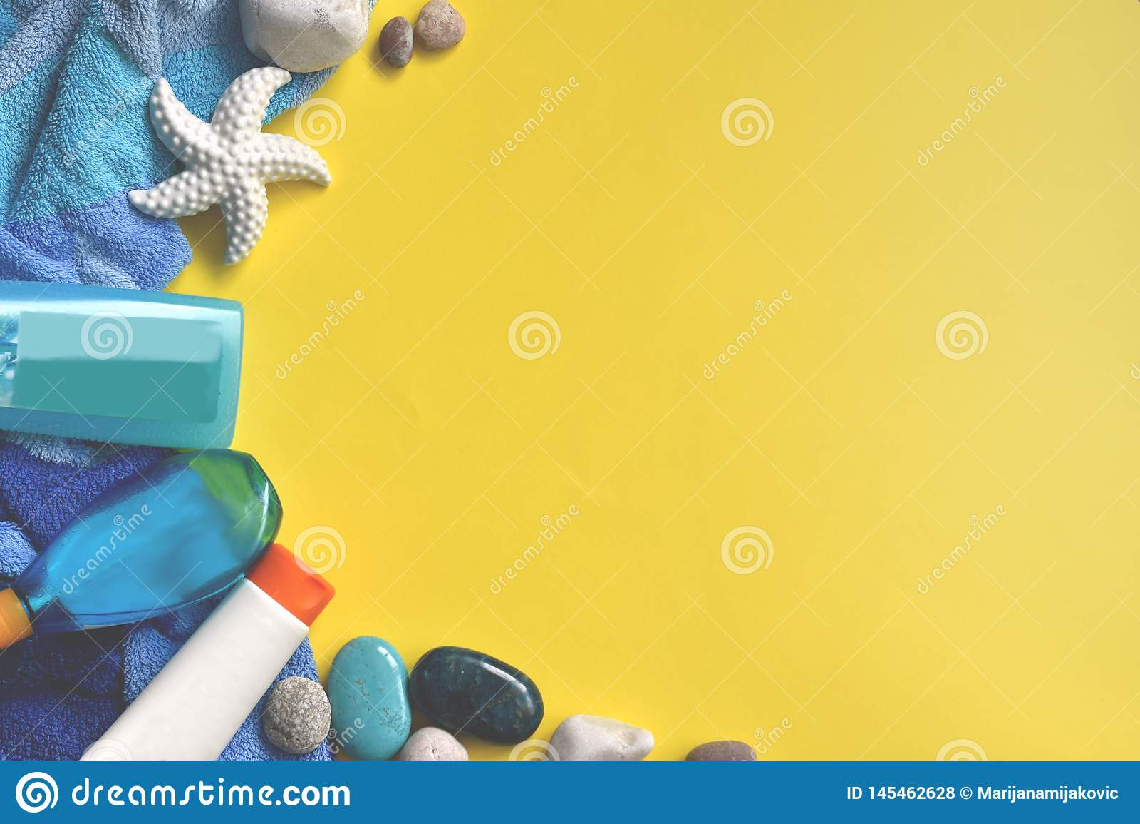 Κίτρινο και μπλε υπόβαθρο θερινών παραλιών