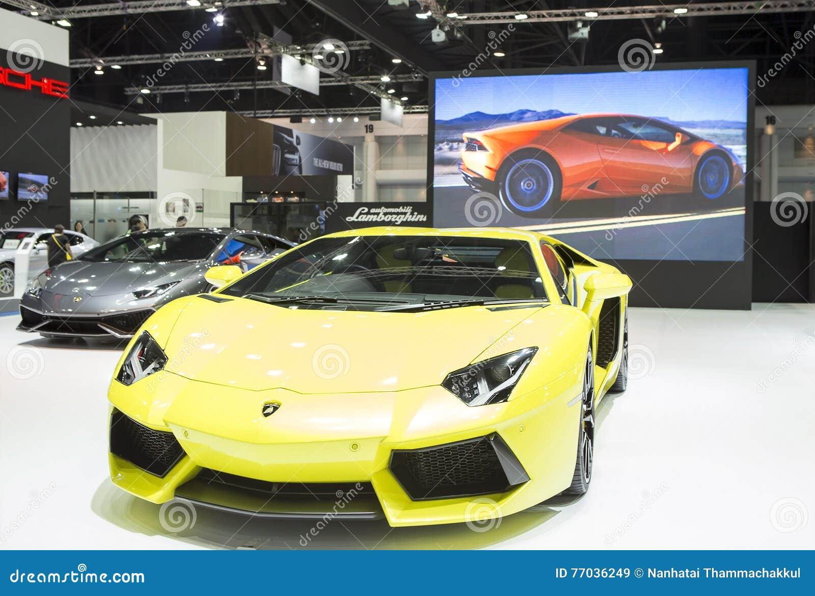 Κίτρινο σπορ αυτοκίνητο πολυτέλειας Lamborghini