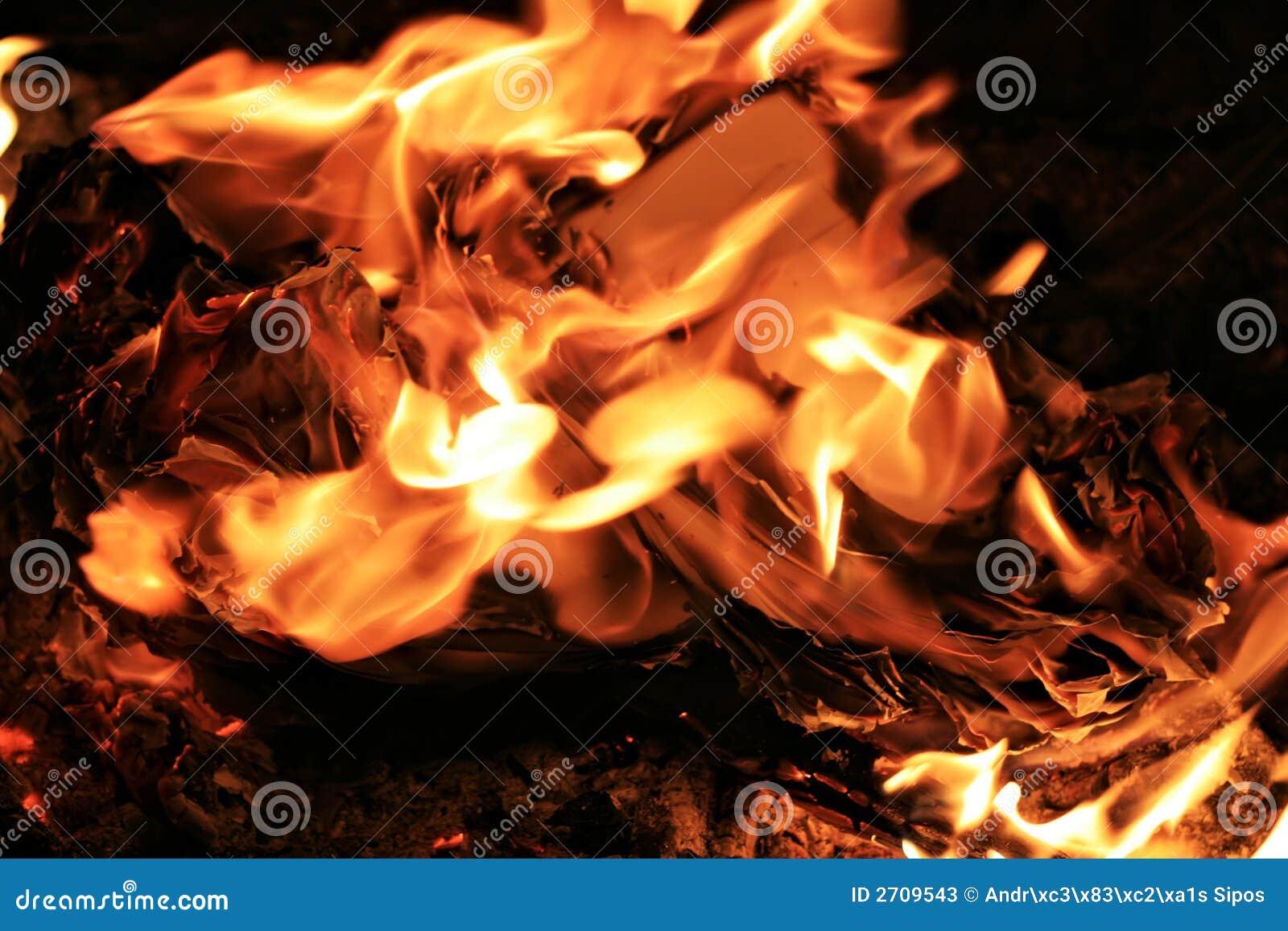 καίγοντας έγγραφα