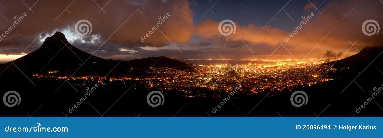 Καίηπ Τάουν τη νύχτα (Νότια Αφρική)