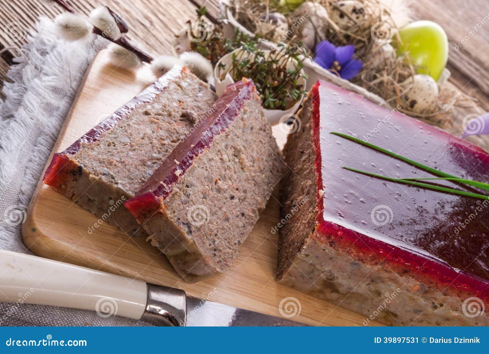 Καθαρίζει την πίτα με τα μανιτάρια και τα άγρια τα βακκίνια