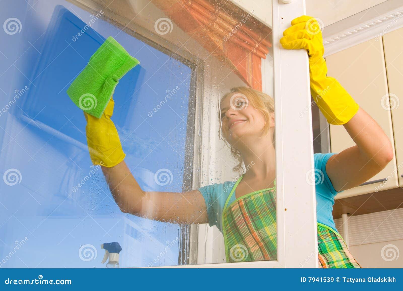 καθαρίζοντας γυναίκα πα&r