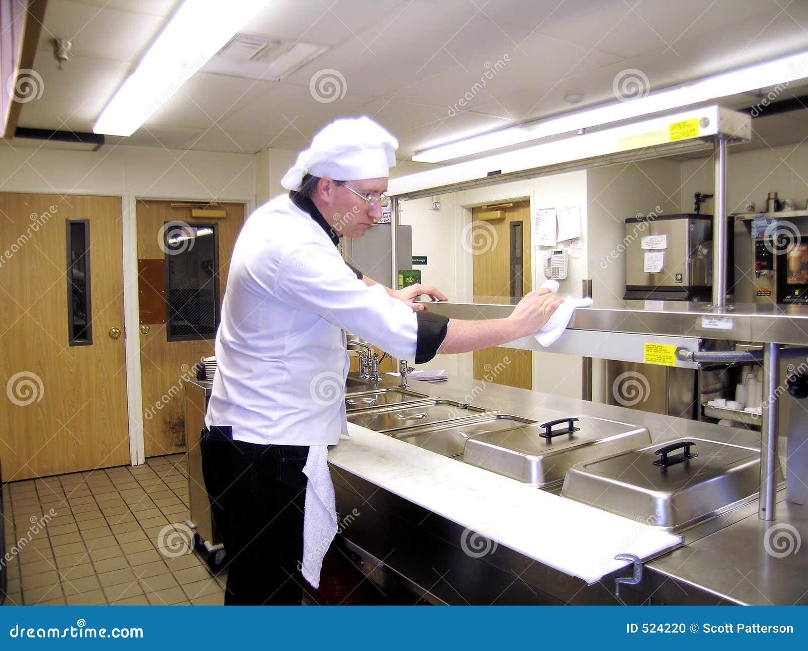 καθαρίζοντας κουζίνα