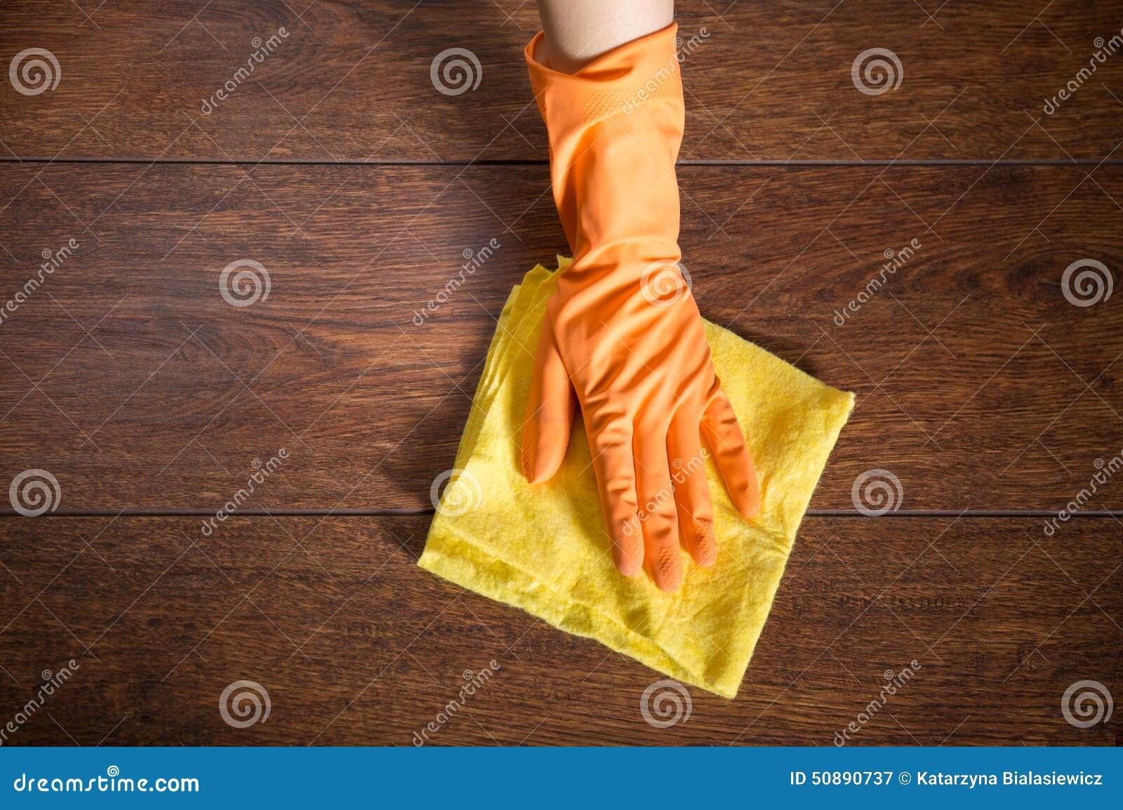 Καθαρισμός του παρκέ