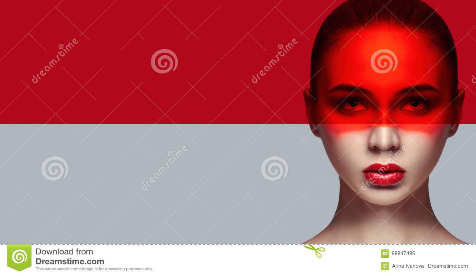 Καθαρό τέλειο δέρμα προτύπων και φυσικό makeup, φροντίδα δέρματος, φυσικά καλλυντικά Μακροχρόνια eyelashes και μεγάλα μάτια, κόκκ