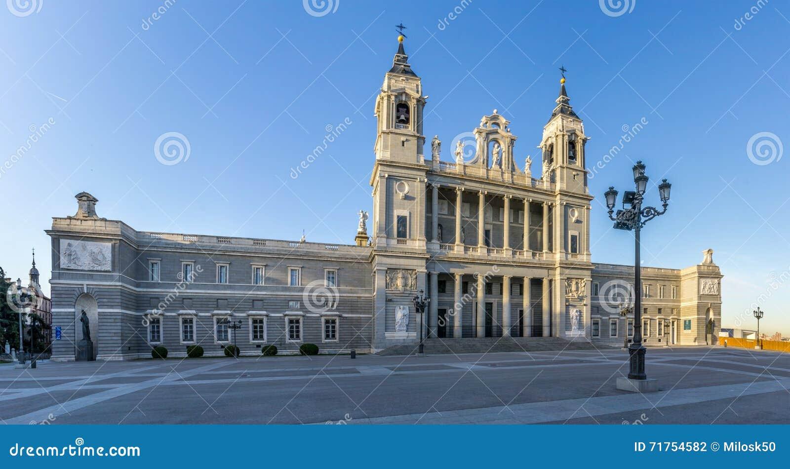 Καθεδρικός ναός Αγίου Mary ο βασιλικός του Λα Almudena στη Μαδρίτη
