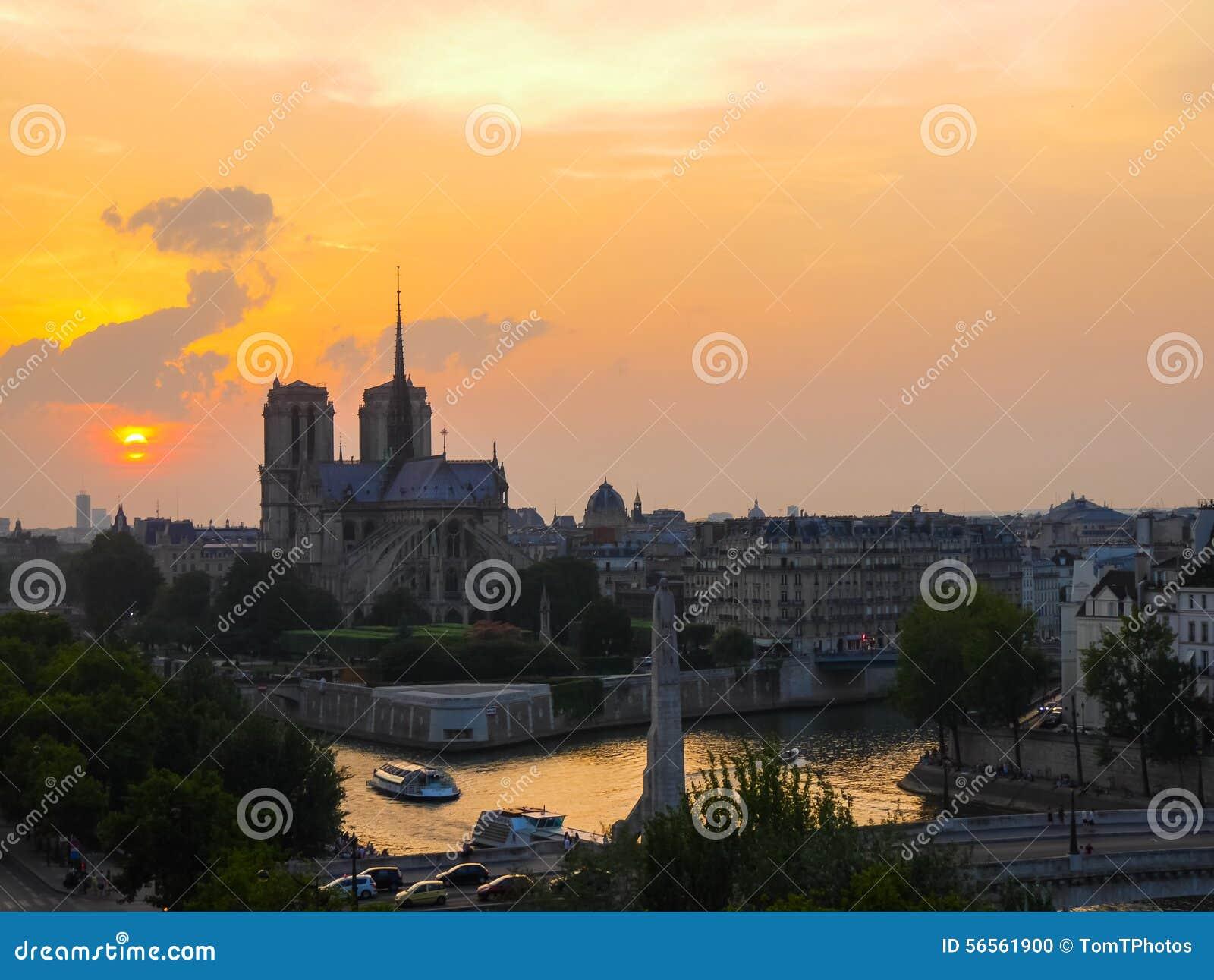 Download Καθεδρικός ναός και ο ποταμός Σηκουάνας της Notre Dame στο Παρίσι στο ηλιοβασίλεμα Στοκ Εικόνες - εικόνα από γαλλία, από: 56561900