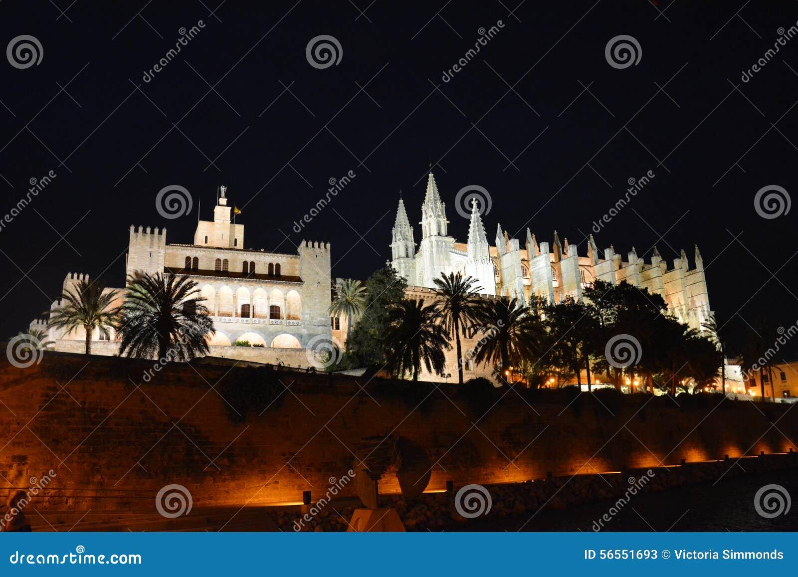 Download Καθεδρικός ναός Palma τη νύχτα Στοκ Εικόνα - εικόνα από τα, majorca: 56551693