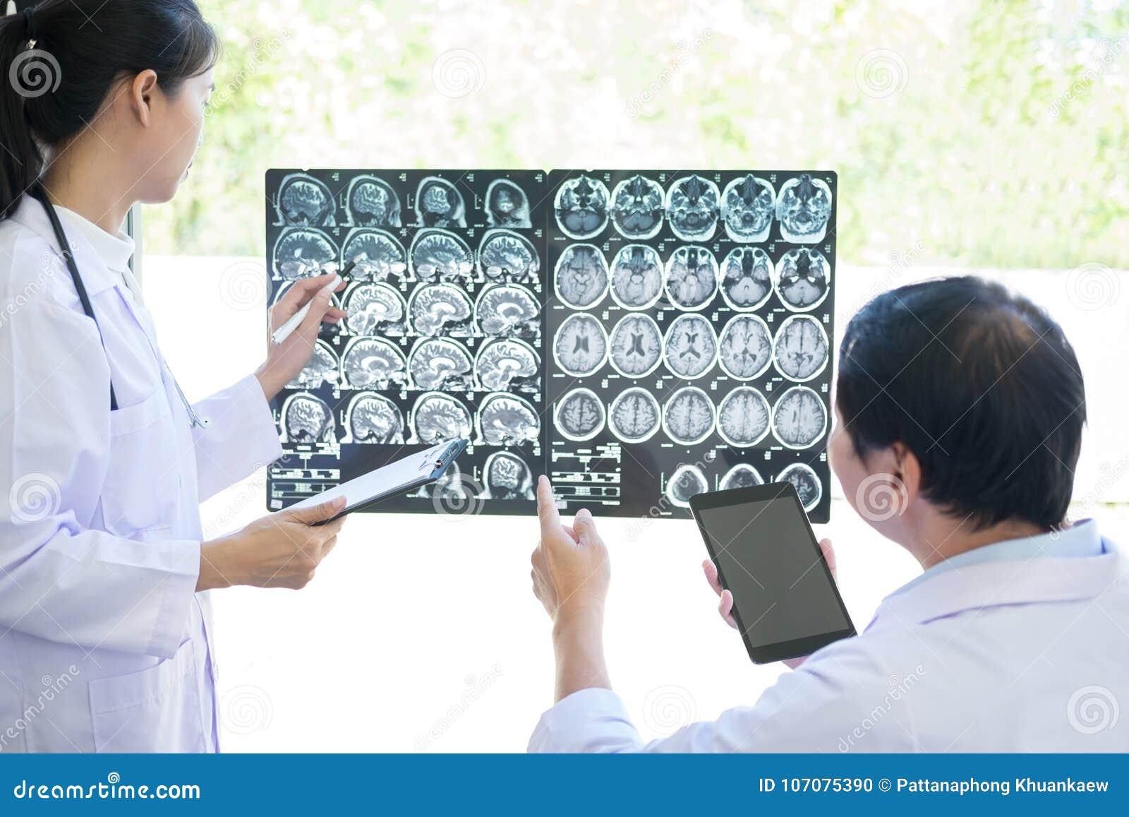Καθηγητής Doctor συζήτηση και μέθοδος διαβούλευσης με το υπομονετικό τ