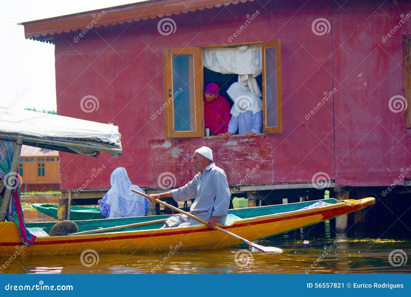 Download Καθημερινή ζωή στη λίμνη DAL στο Κασμίρ Ινδία Εκδοτική Εικόνες - εικόνα από λίμνη, σειρές: 56557821
