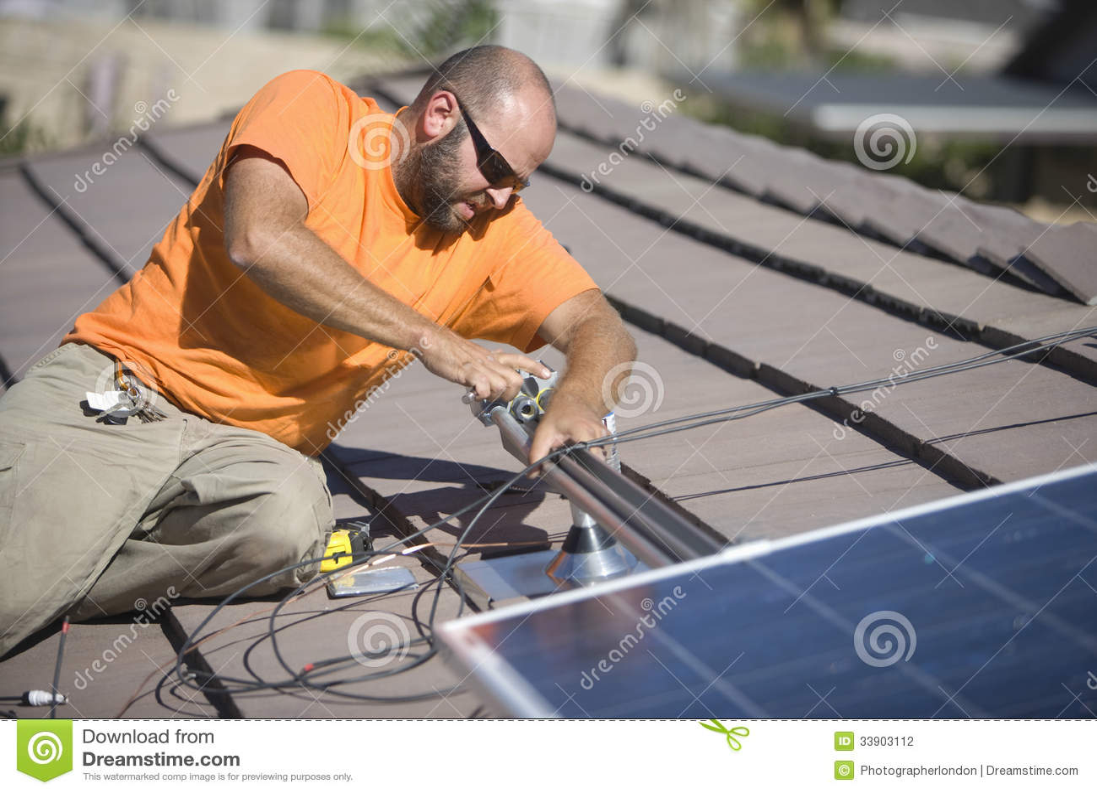 Καθορίζοντας ηλιακό πλαίσιο μηχανικών στη στέγη