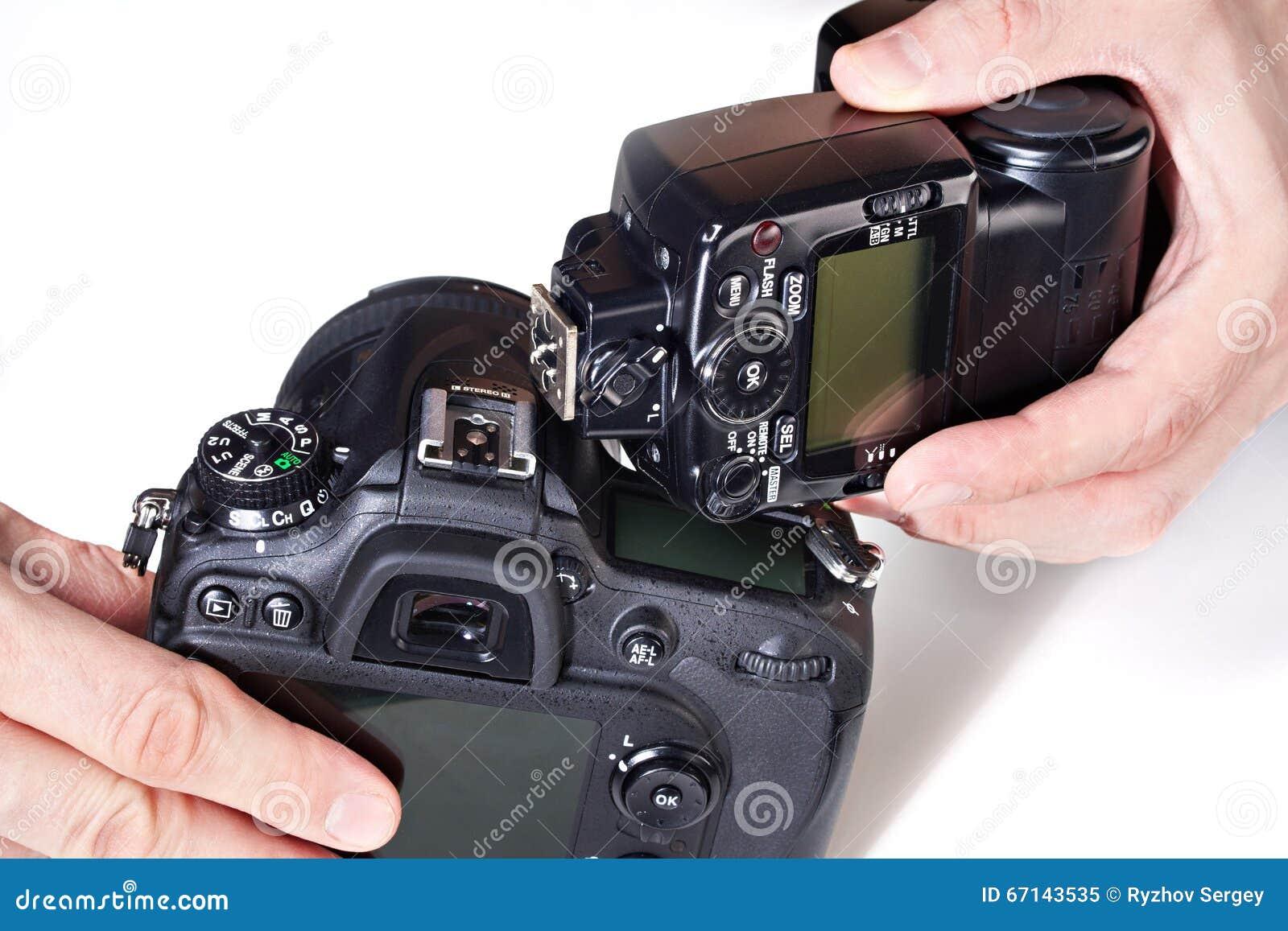 Καθορισμένη εξωτερική λάμψη φωτογράφων στην ψηφιακή κάμερα SLR