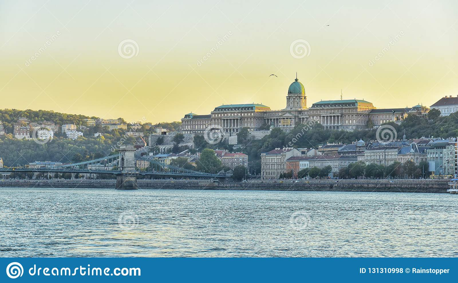 Καθορισμένος ποταμός Δούναβη άποψης ήλιων στη Βουδαπέστη