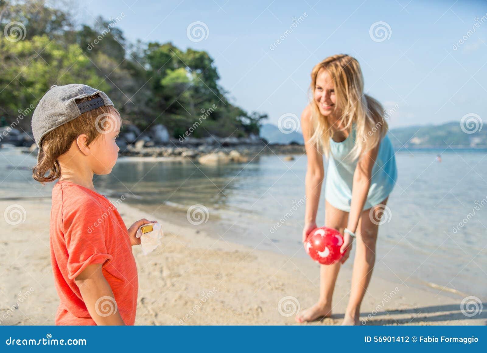 και ο δύο ο πράσινος γιος τζιν mom ολοκληρώνει τη φθορά