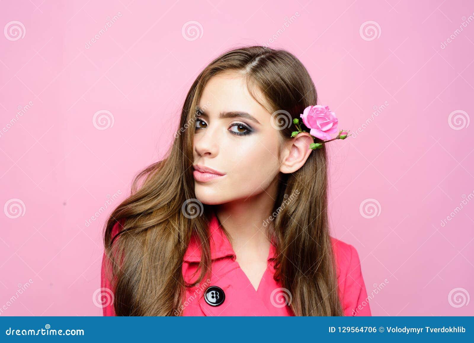 Καλλυντικά Makeup και skincare γυναίκα πορτρέτου μόδας Σαλόνι και κομμωτής ομορφιάς Κορίτσι με τη γοητεία Makeup Γυναίκα