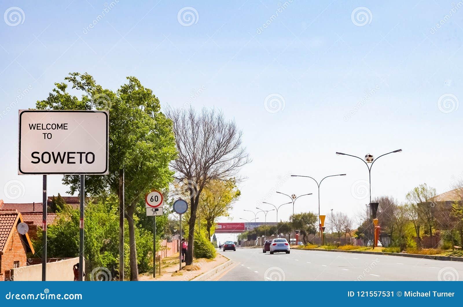 Καλωσορίστε στο οδικό σημάδι Soweto σε ένας από τους κύριους δρόμους