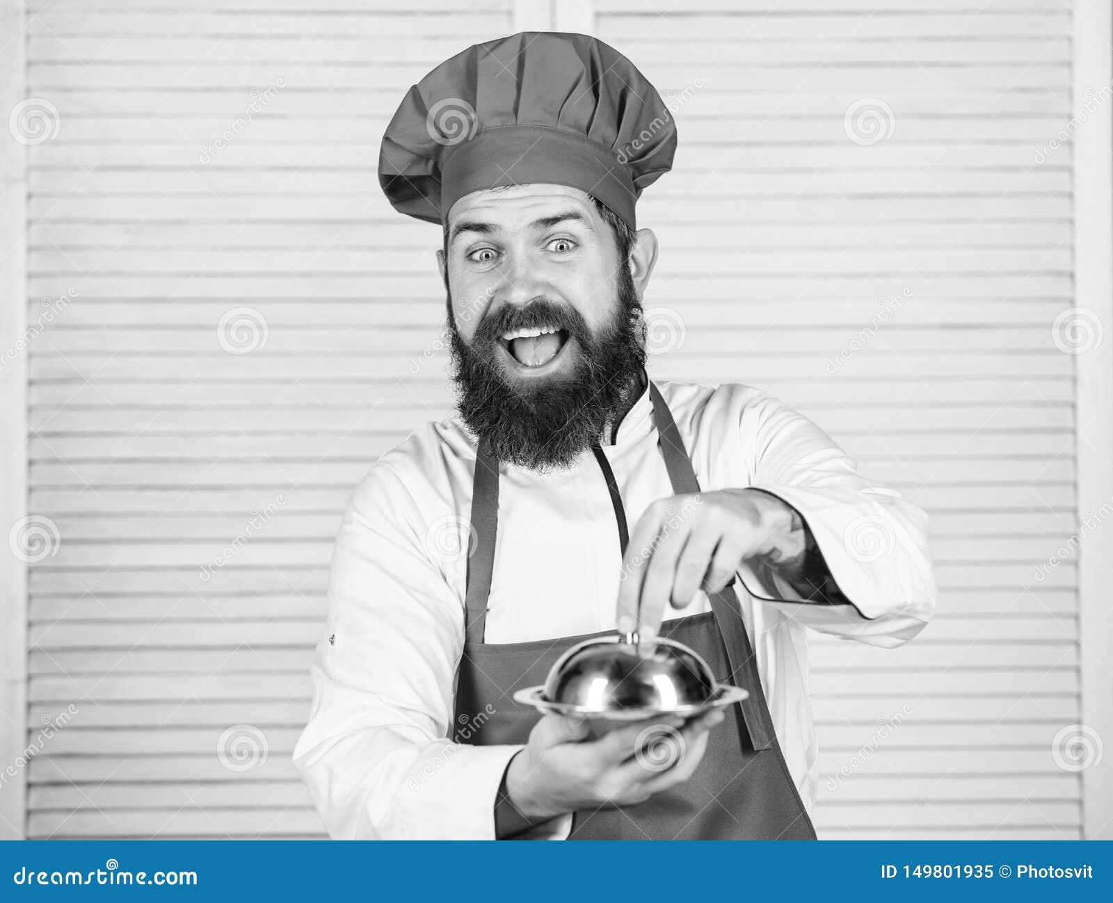 Καπέλο ατόμων και γεύμα λαβής ποδιών που καλύπτεται με το καπάκι Εικασία ποιος μαγείρεψα Αυτό που είναι κάτω από το καπάκι Εύγευσ