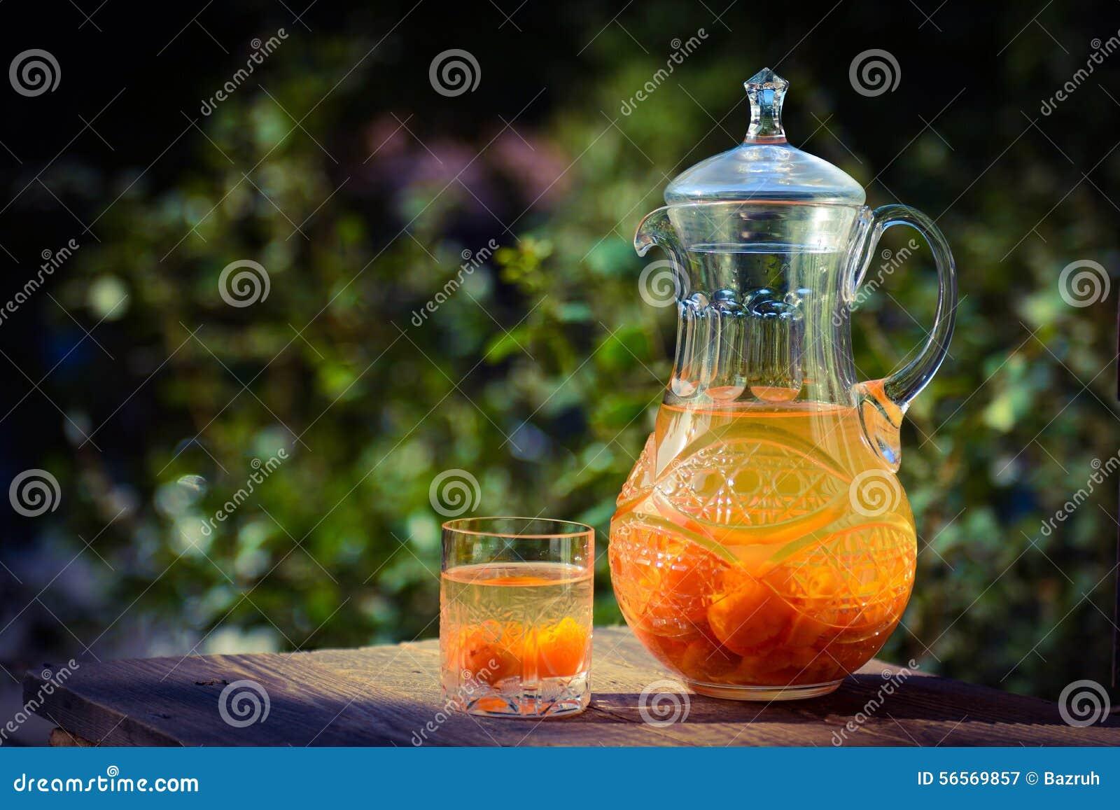 Download Καράφα και γυαλί κρυστάλλου με Compote βερίκοκων Στοκ Εικόνα - εικόνα από κουζίνα, ανασκόπησης: 56569857