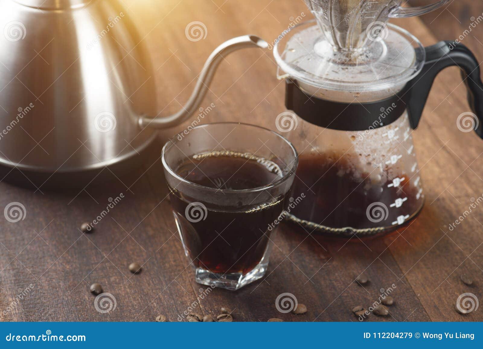 Καράφα καφέ και στάλαγμα καφέ