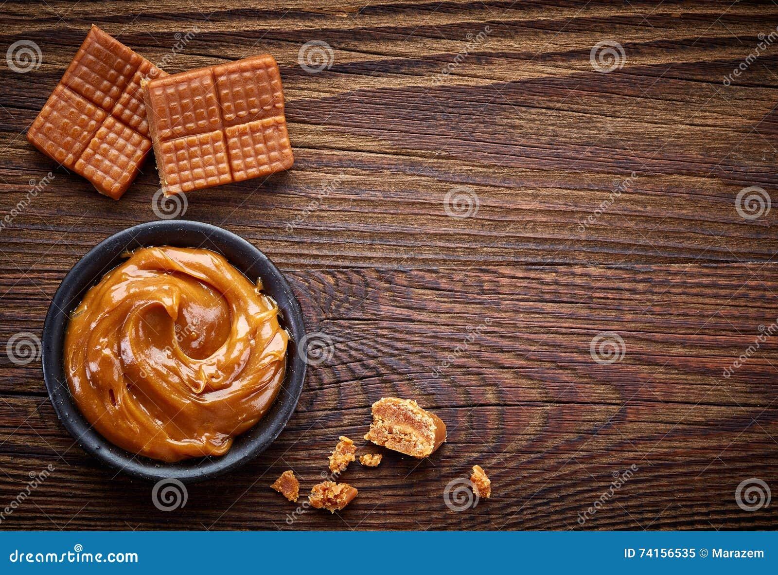 Καραμέλες καραμέλας και γλυκιά σάλτσα
