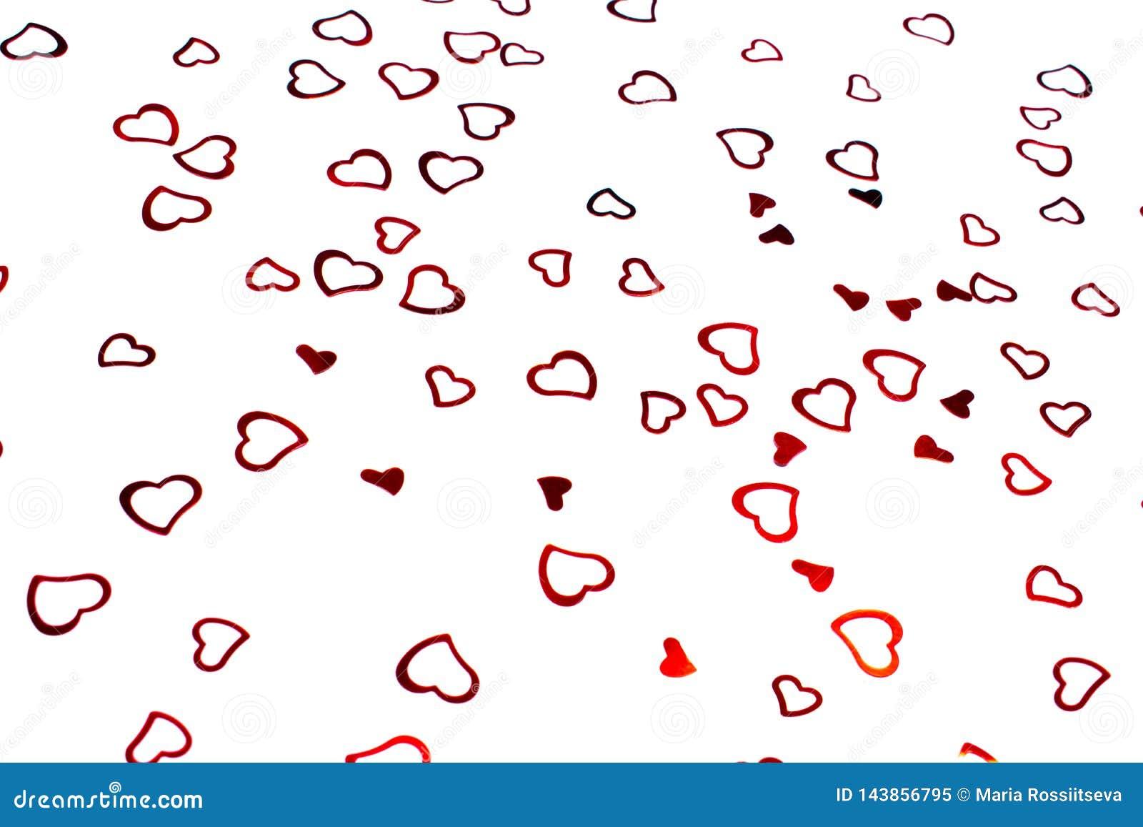 Καρδιά-διαμορφωμένο κομφετί στο άσπρο υπόβαθρο