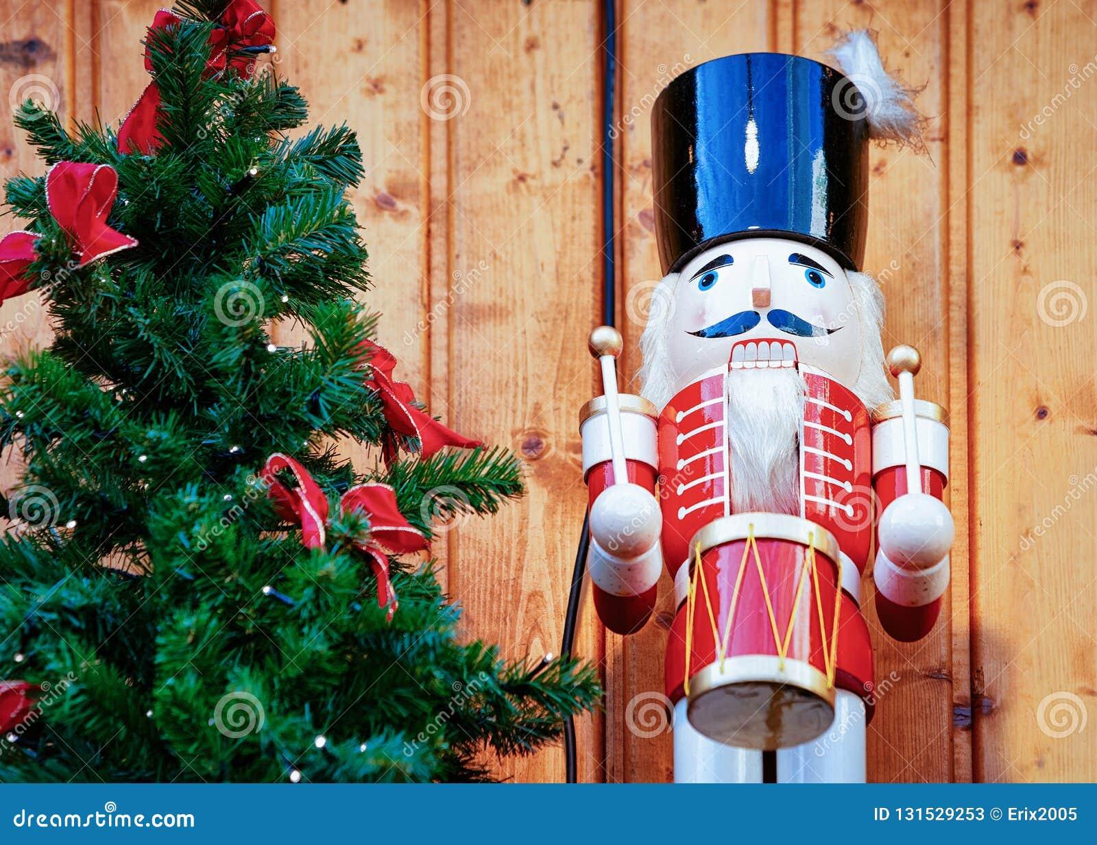 Καρυοθραύστης στην αγορά Χριστουγέννων σε Alexanderplatz το χειμώνα Βερολίνο, Γερμανία Δίκαιοι διακόσμηση και στάβλοι εμφάνισης μ