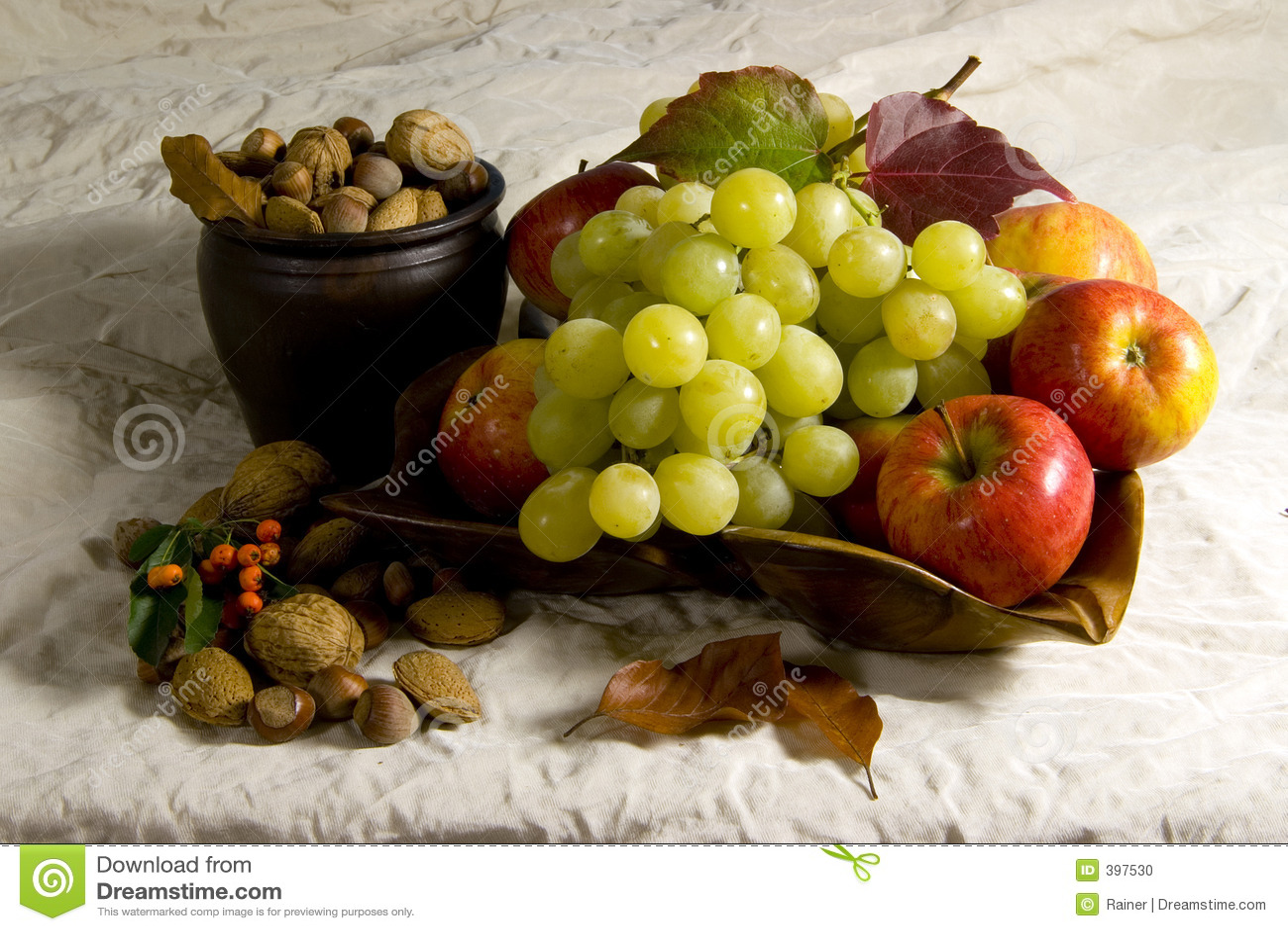 καρύδια σταφυλιών μήλων