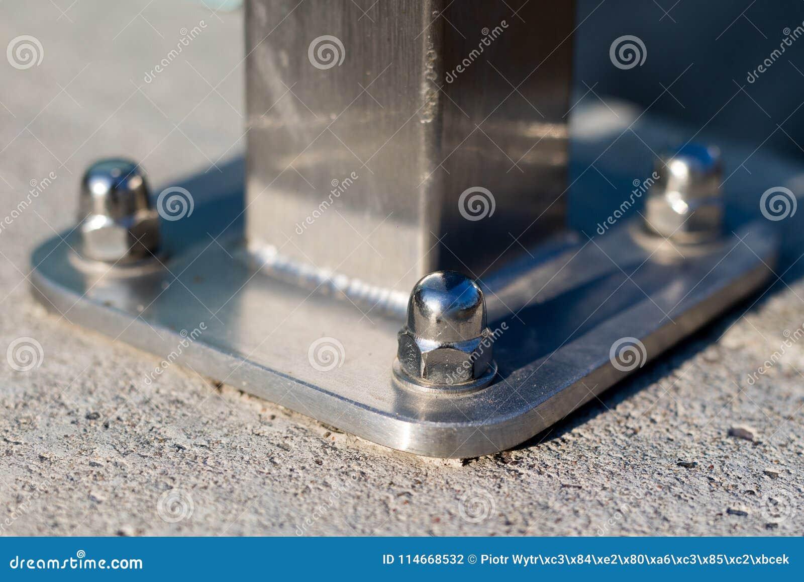 Καρύδι και πλυντήριο που συνδέονται με τη δομή χάλυβα Καθορισμός του χάλυβα
