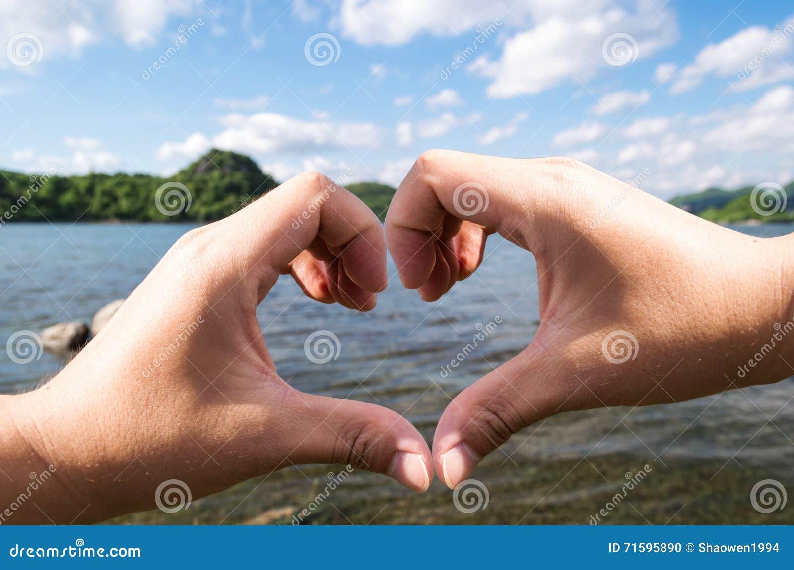Καρδιά θερινών χεριών