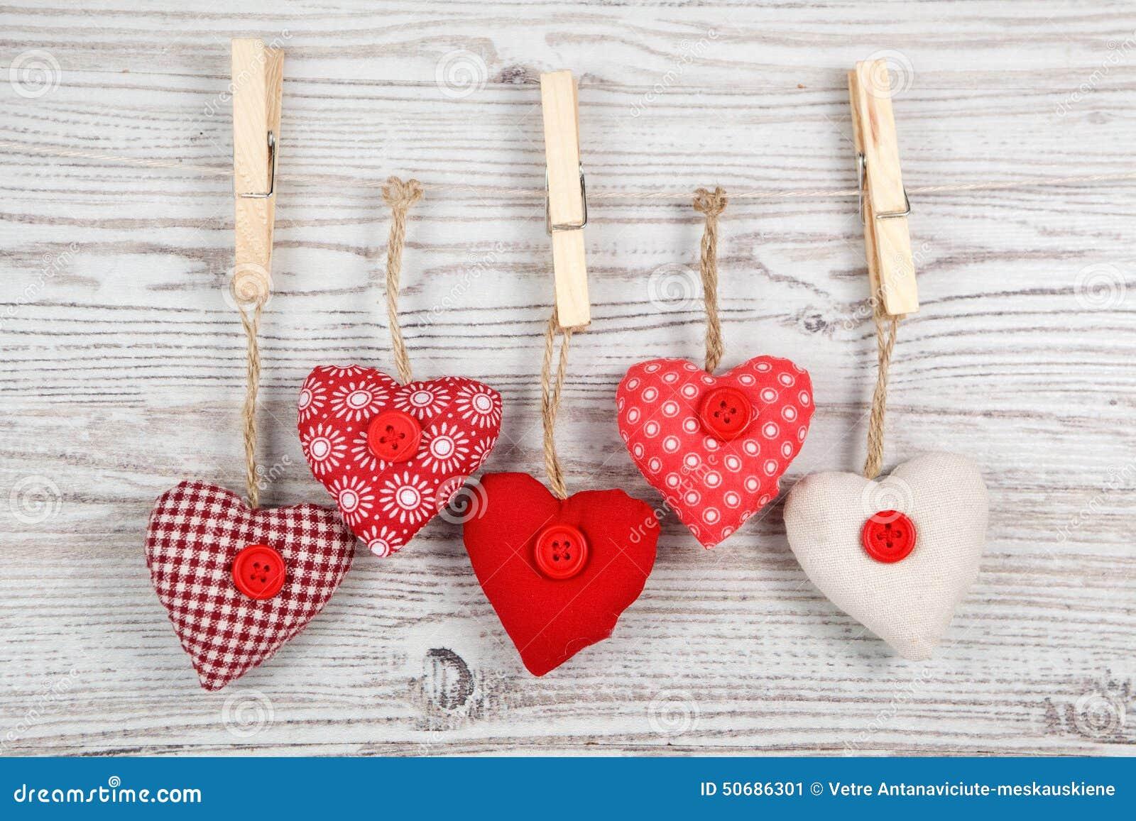 Καρδιά-διαμορφωμένη διακόσμηση στο ξύλο
