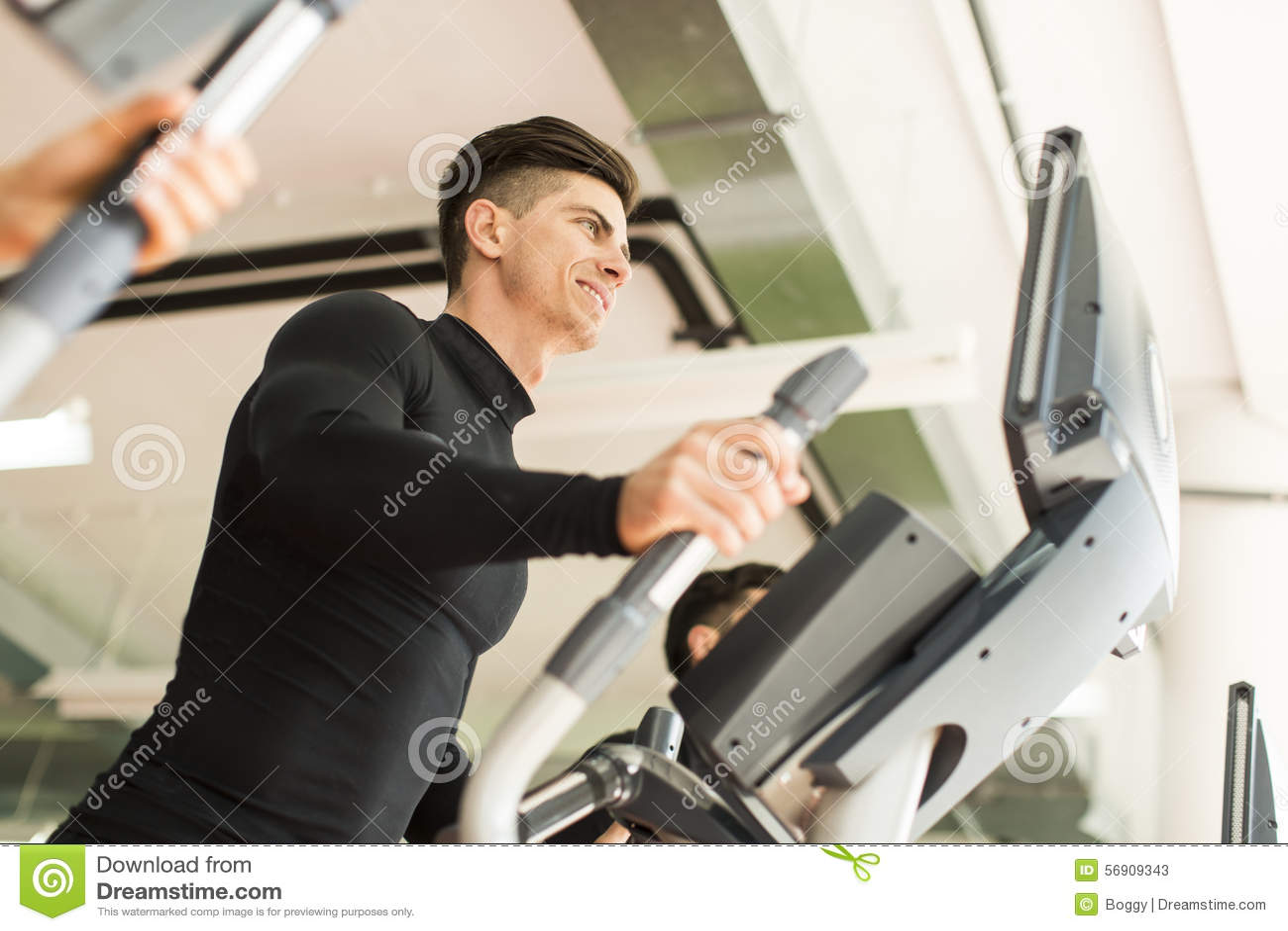 Κατάρτιση νεαρών άνδρων στη γυμναστική