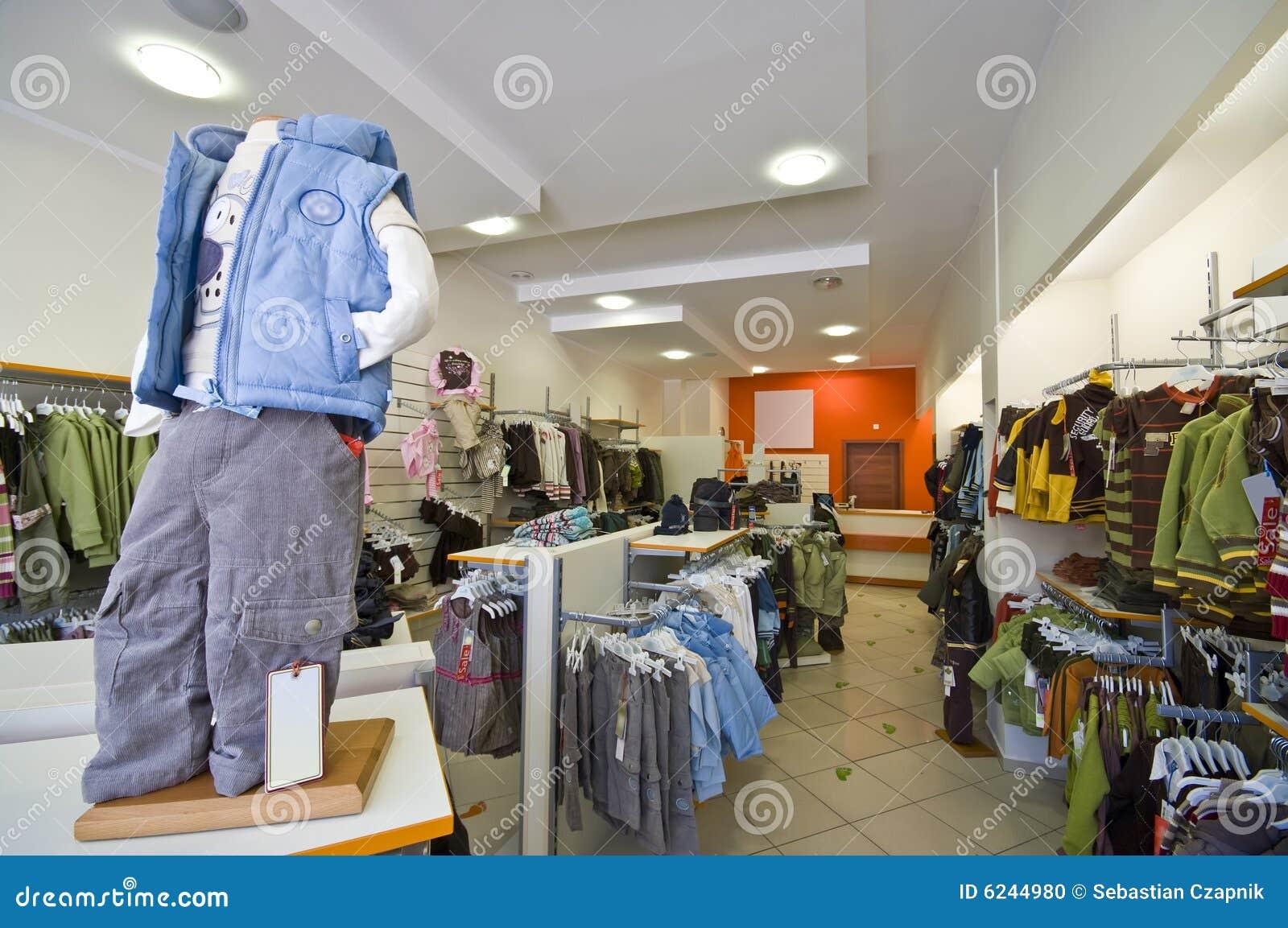 bc90fa40821 κατάστημα ενδυμάτων παιδιών Στοκ Εικόνες - εικόνα από μοντέρνος ...
