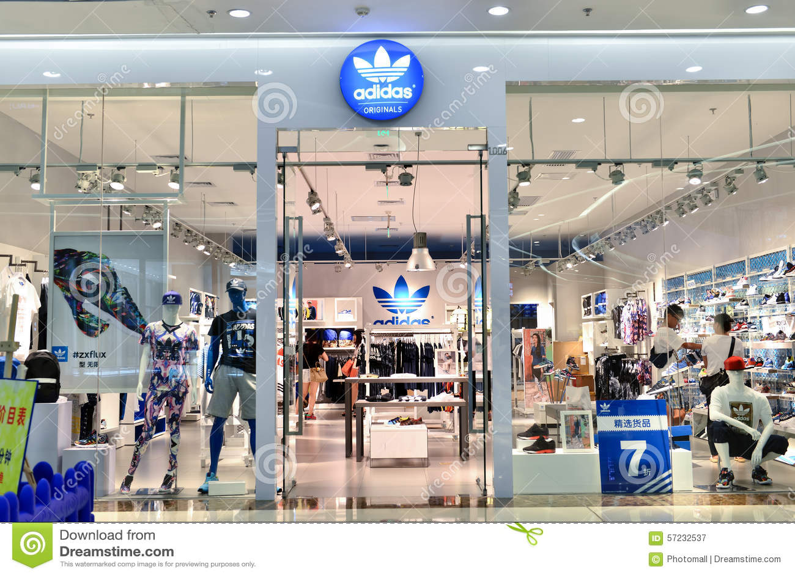 bbdcbeab82 Κατάστημα μόδας της Adidas εκδοτική φωτογραφία. εικόνα από μοντέρνος ...
