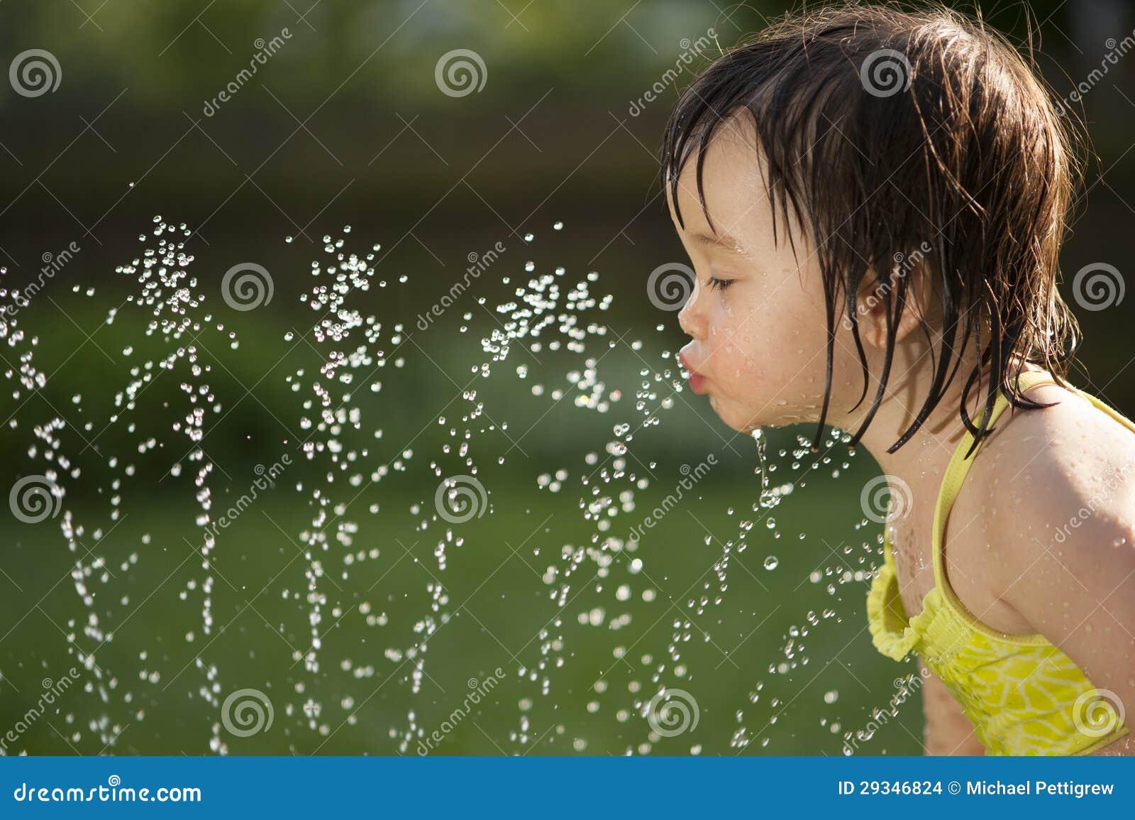 κορίτσι πίνει squirt