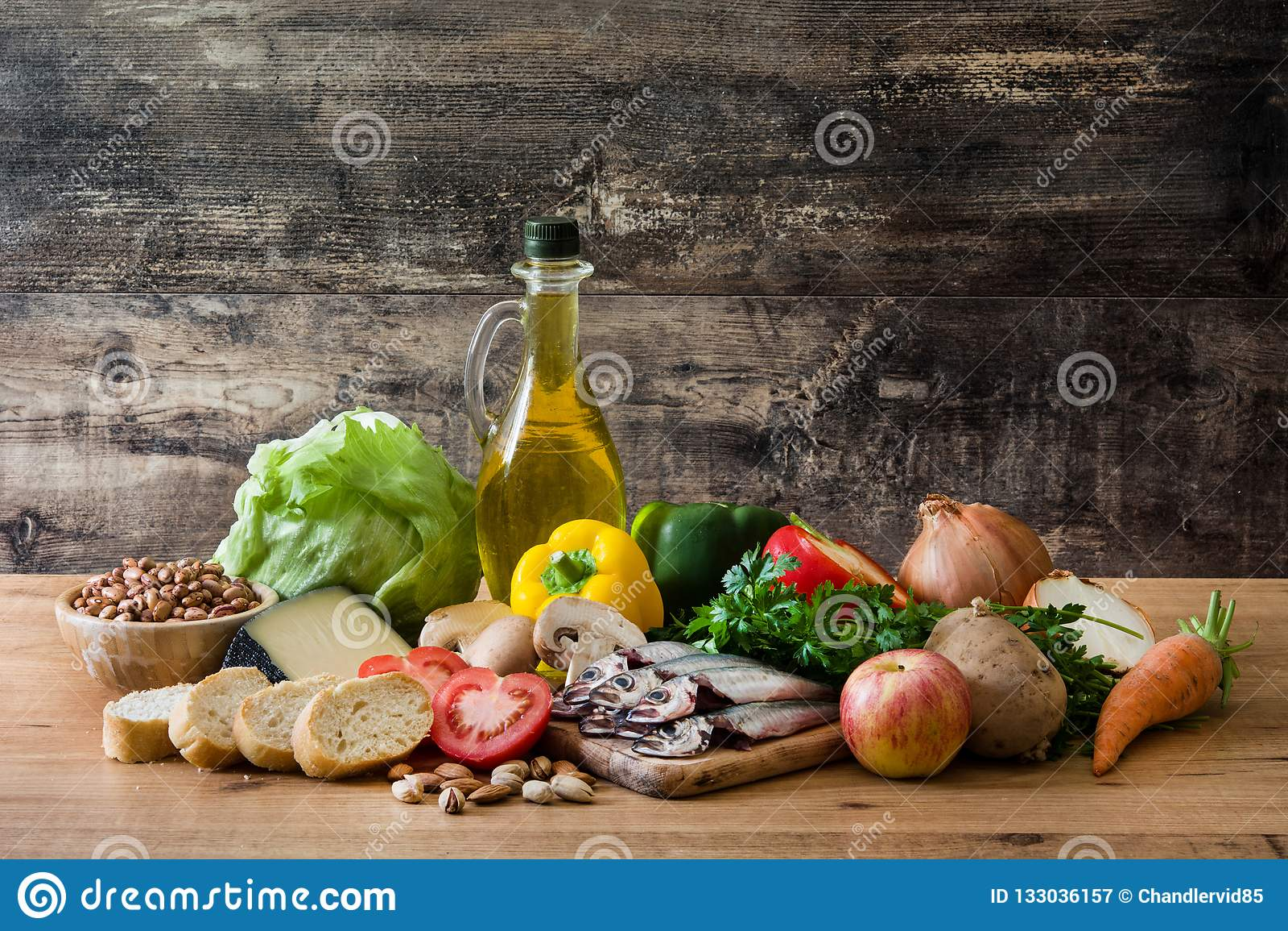 κατανάλωση υγιής Μεσόγειος σιτηρεσίου Φρούτα, λαχανικά, σιτάρι, ελαιόλαδο καρυδιών και ψάρια