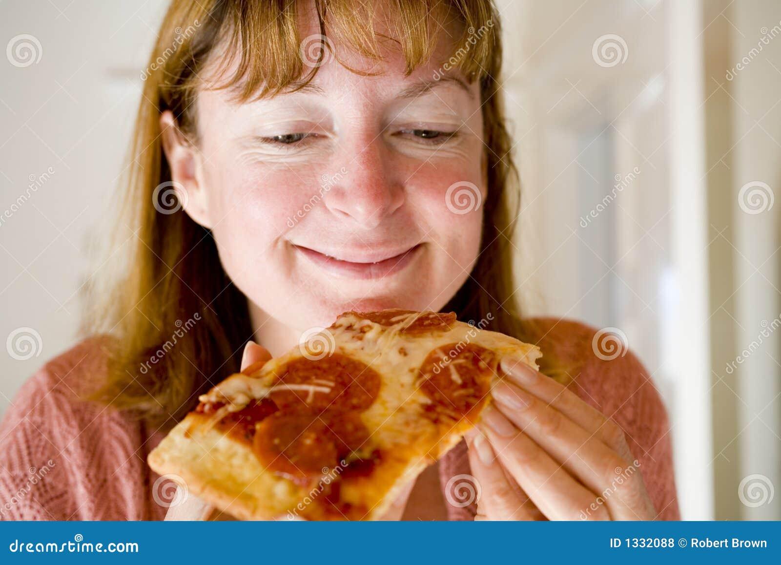 κατανάλωση pepperoni της γυναίκα