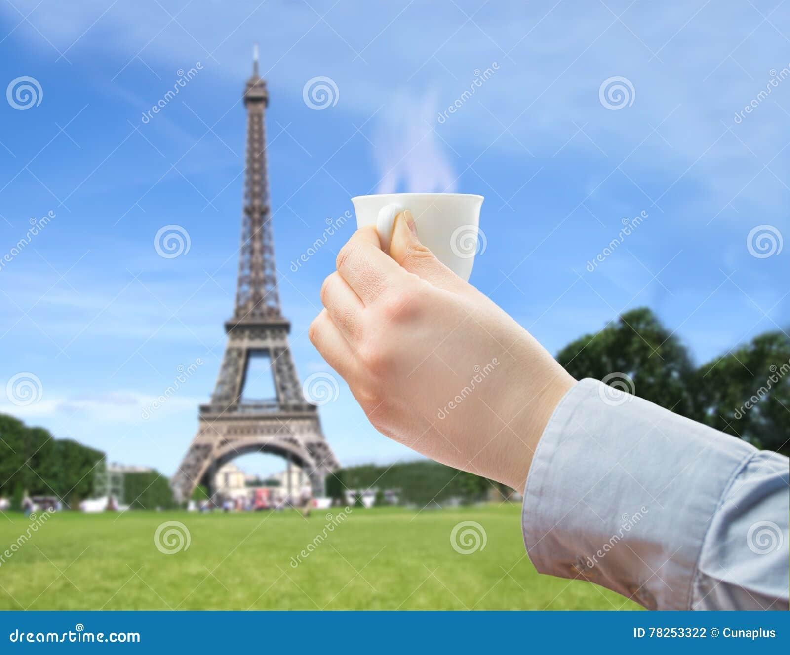 Κατανάλωση ενός καφέ στο καλό Παρίσι