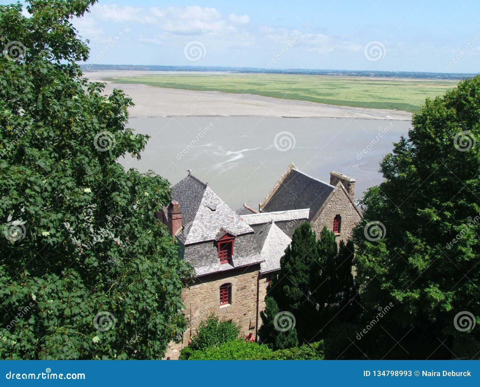 Καταπληκτική άποψη από το αβαείο Saint-Michel