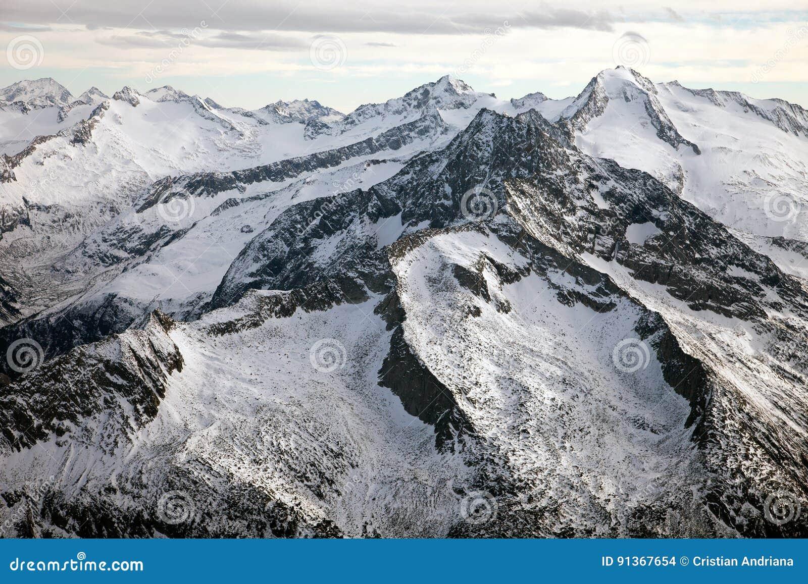 Καταπληκτικό τοπίο βουνών από Hintertux, Αυστρία