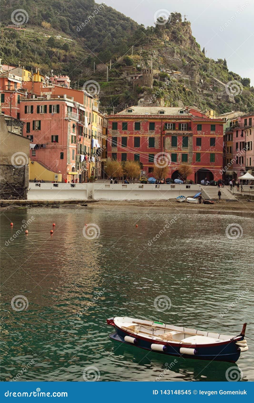 Καταπληκτικό τοπίο λίγης πόλης Vernazza Διάσημος τουριστικός προορισμός θέσεων και ταξιδιού στην Ευρώπη
