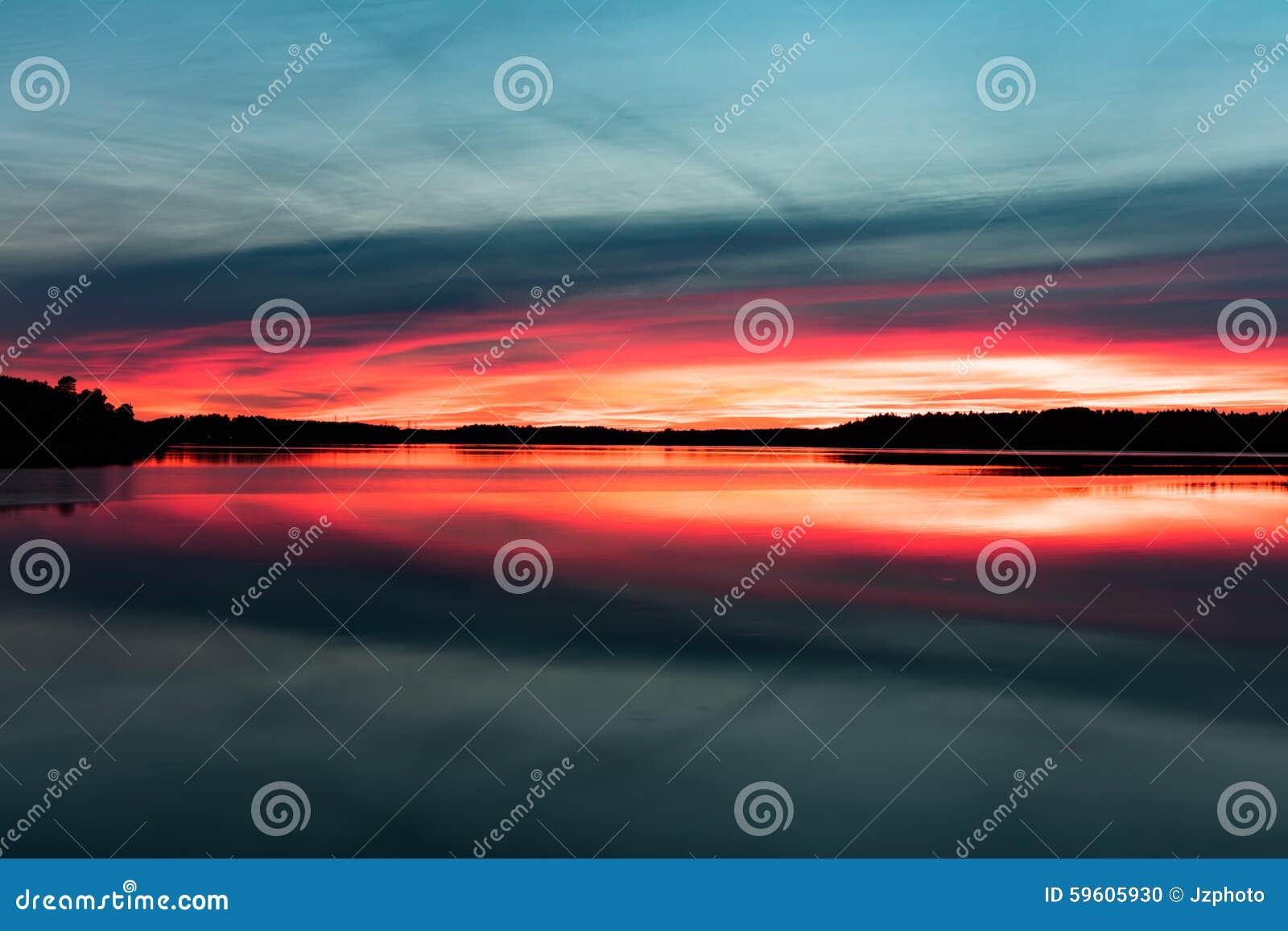 Καταπληκτικά χρώματα ηλιοβασιλέματος