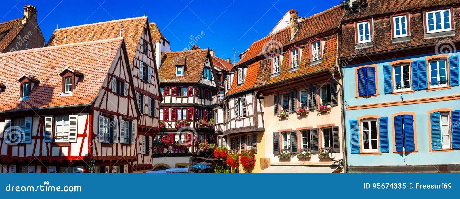 Καταπληκτική Colmar - παραδοσιακή floral πόλη στην περιοχή της Αλσατίας, της Γαλλίας